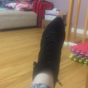 Amazing pre-loved suede Kenneth Cole booties